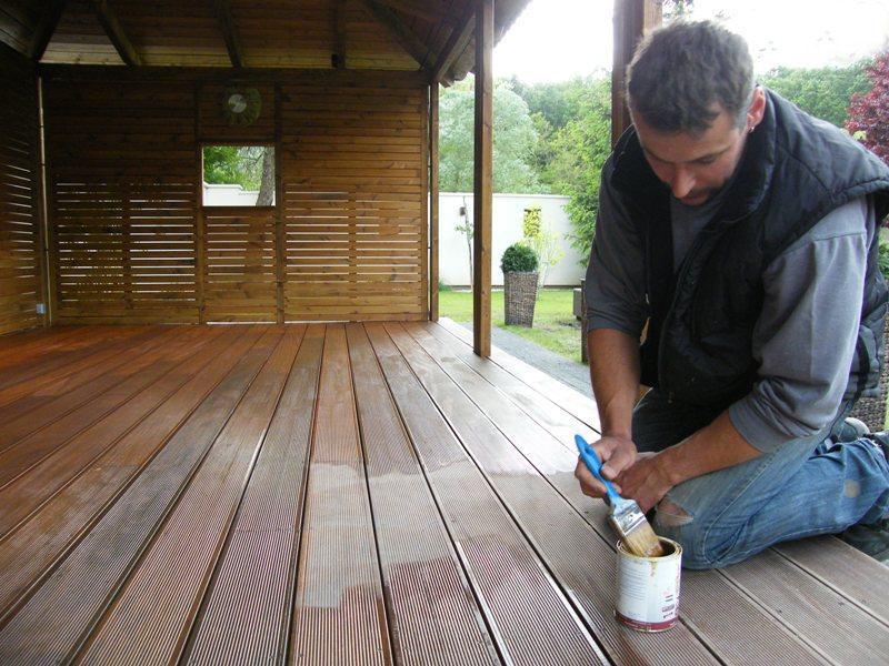 Ošetrovanie drevenej terasy